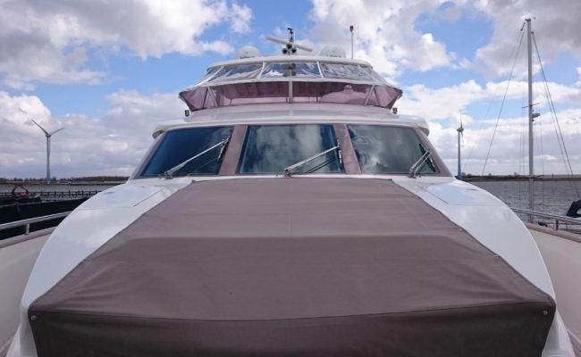 Yacht laten polijsten