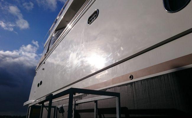 Yacht professioneel poetsen
